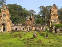 Ruiny Prasat Suor Prat w Angkor Thom (Kambodża)
