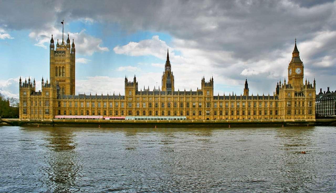 Budynek parlamentu w Londynie (Wielka Brytania) - Budynek londyńskiego Parlamentu znany jest także pod nazwą Pałac Westminsterski i stoi na miejscu pałacu Edwarda Wyznawcy z XI wieku. Budowla, którą dzisiaj można oglądać, to dzieło budowni (8×5)