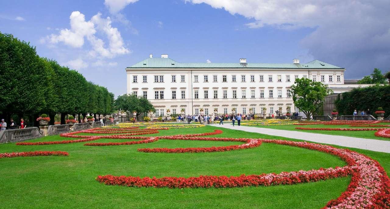 Ogród Mirabell w Salzburgu (Austria) - Salzburg jest miastem w północno-zachodniej części Austrii, szczególnie często odwiedzanym przez turystów. Głównie ze względu na ogród Mirabell - kolorowy, piękny, z intensywnym zapachem k (13×7)