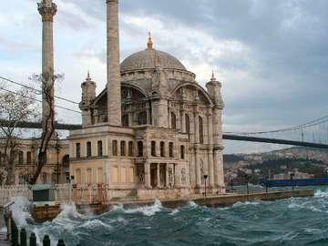 Meczet Ortakoy w Stambule (Turcja)