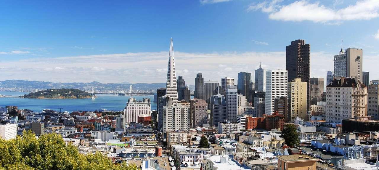 Widok na San Francisco (USA) - San Francisco jest miastem i hrabstwem w USA, w stanie Kalifornia. Otoczone jest przez Ocean Spokojny od strony wschodniej, od zachodniej przez zatokę San Francisco, a od północy graniczy z cieśni (15×4)