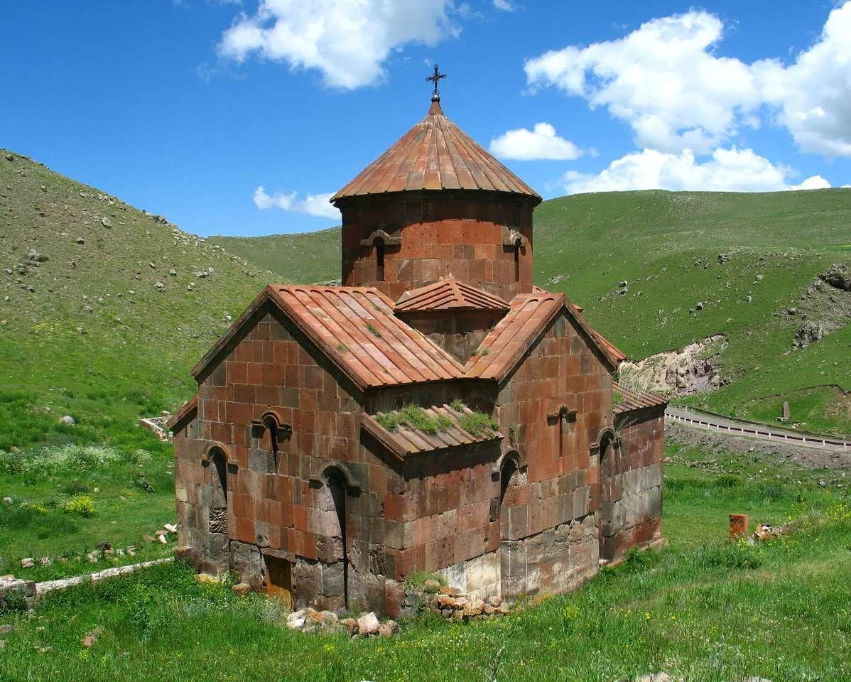 Średniowieczny kościół (Armenia) - Armenia jest państwem leżącym u stóp gór Kaukazu. Graniczy od wschodu z Azerbejdżanem, od zachodu z Turcją, od północy z Gruzją, a od południa z Iranem. Państwo to uzyskało niepodległoś (8×7)