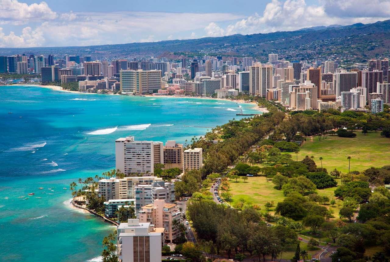 Hawaje (USA) - Hawaje są stanem USA, który jako jedyny w całości położony jest na wyspach, a dokładniej - na archipelagu Hawaje, w północno-środkowej części Oceanu Spokojnego. Stolicą Hawajów jest Hono (16×11)