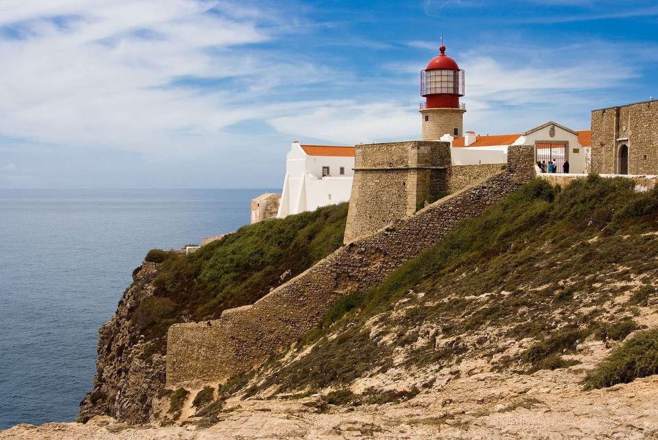 """Latarnia morska na Przylądku Algarve (Portugalia) - Portugalska prowincja Algarve swoją nazwę zawdzięcza arabskiemu słowu oznaczającemu """"ziemię położoną za zachodzie"""" – al-garb. Obejmuje ona południowe wybrzeże Portugalii od Przylądka (13×8)"""