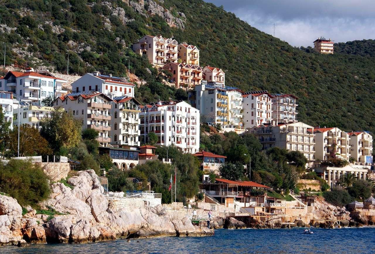 Kaş (Turcja) - Starożytne miasto Kash położone jest na zachód od Antalii i Kemeru. To nadmorski kurort, który co roku przyciąga masę zagranicznych turystów. Głównym celem odwiedzających jest nie tylko zob (13×8)