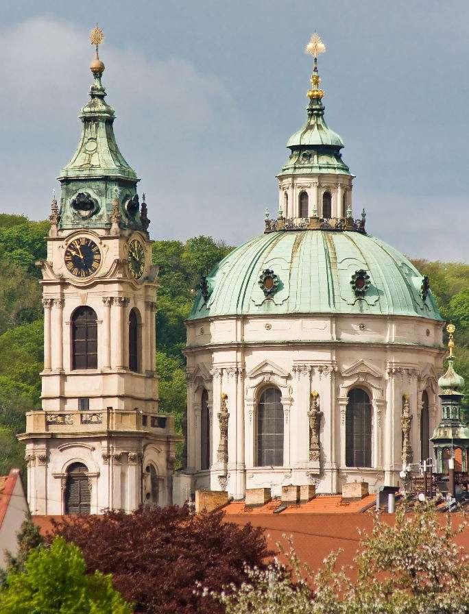 Kościół św. Mikołaja w Pradze (Czechy) - Kościół św. Mikołaja Pradze utrzymany jest w stylu barokowym. Pierwotnie był to kościół farny miasta Mała Strana, powstały w tym miejscu w XIII wieku. Pod koniec wieku XVI świątynię prze (6×8)