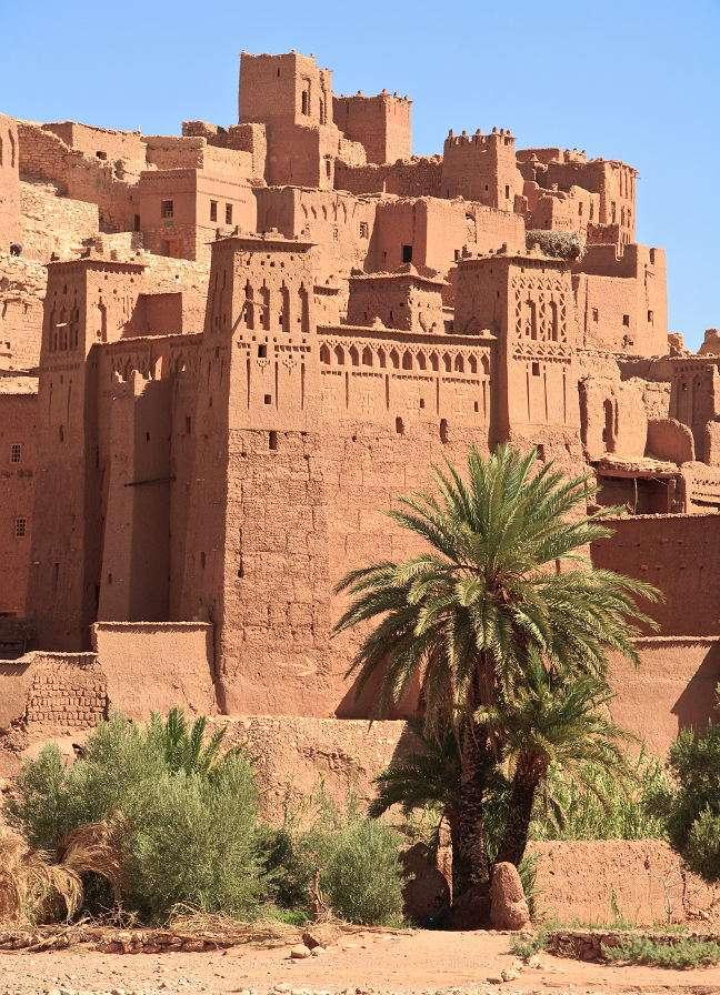 Fortyfikacje Ajt Bin Haddu (Maroko) - Ufortyfikowane miasto Ajt Bin Haddu jest jednym z ośmiu marokańskich zabytków wpisanych na listę światowego dziedzictwa UNESCO. Nie wiadomo, kiedy powstała osada, jednak z pewnością funkcjonow (8×7)