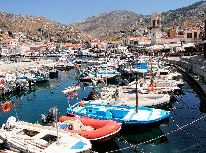 Idra (Grecja) - Idra (Hydra) to niewielka grecka wyspa należąca do archipelagu Wysp Sarońskich. Do dzisiaj nie używa się tutaj żadnych mechanicznych środków lokomocji. Wyjątkami są służby ratownicze i sł (12×9)