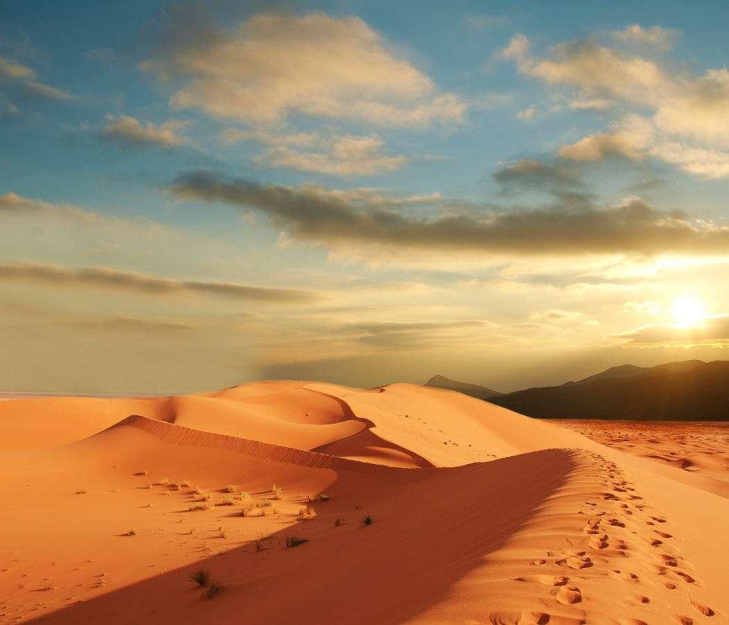 Sahara - Obrzeża Sahary były zamieszkiwane przez ludy nomadyczne – wiodące wędrowny tryb życia, zmieniającymi miejsce pobytu zależnie od pogody, dostępności wody i pożywienia lub pastwisk dla towar (10×9)