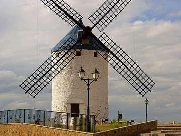 Młyn wiatrowy w Camuñas (Hiszpania)