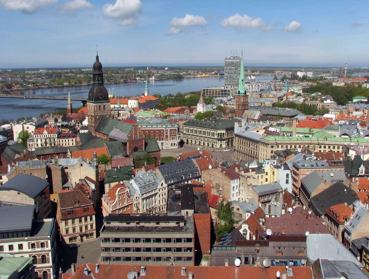 Starówka w Rydze (Łotwa) - Stolica Łotwy, wraz ze swymi licznymi zabytkami, jest wpisana na listę światowego dziedzictwa kulturowego i przyrodniczego UNESCO. Oprócz obiektów pochodzących z okresu średniowiecza, Ryga moż (13×8)