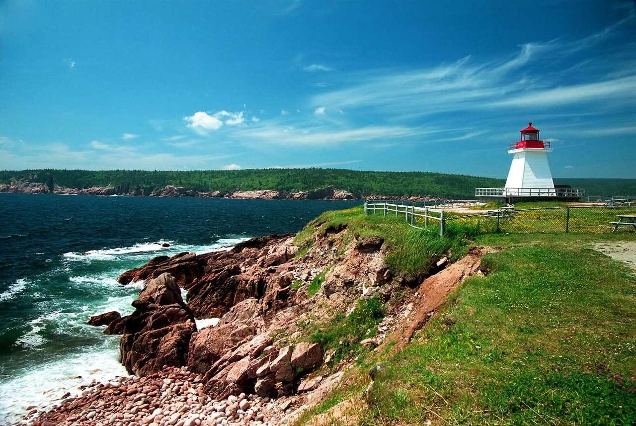 Latarnia morska w Gaspé (Kanada) - Gaspé to miasteczko w prowincji Quebec w Kanadzie, leżące na samym krańcu Półwyspu Gaspé. W krajobrazie półwyspu dominują klify oraz ostre urwiska, nie dziwi więc spora ilość latarni mors (7×4)