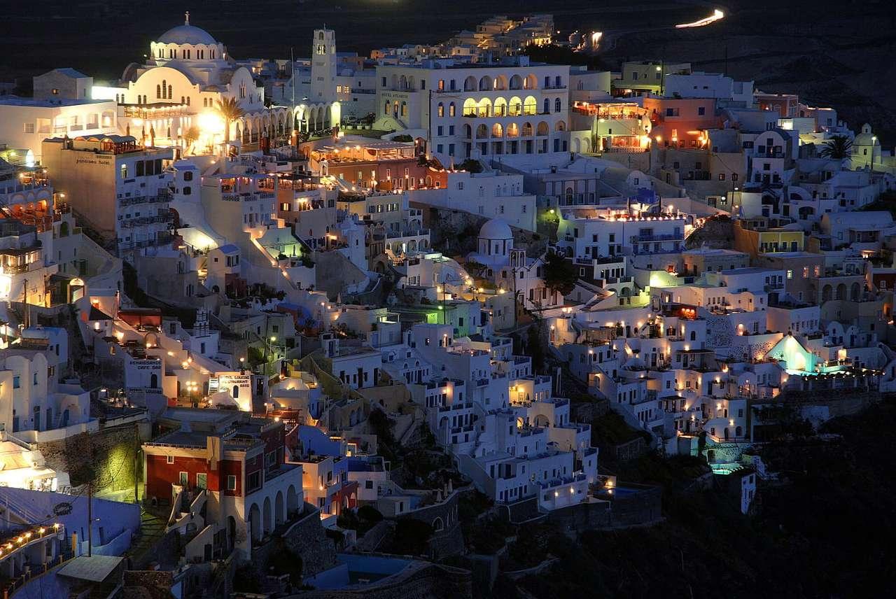 Santorini nocą (Grecja) - Santorini (starożytna Thira) to wulkaniczna wyspa położona na Morzu Egejskim. W okresie kultury minojskiej doszło do potężnej erupcji, na skutek której Thera została doszczętnie zniszczona. N (10×7)