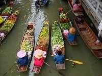 Pływający targ w Bangkoku (Tajlandia)