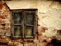Okno opuszczonego domostwa puzzle
