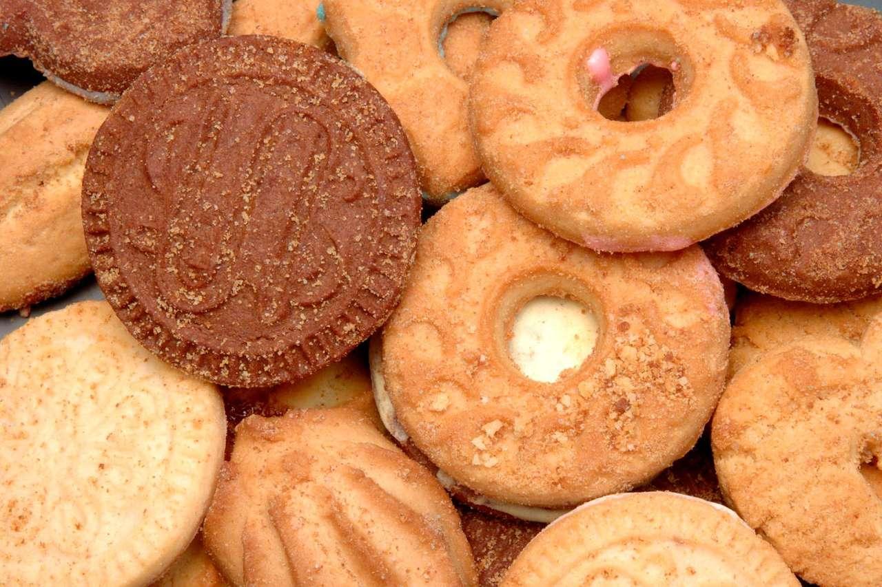 Kruche ciasteczka - Po ciastka sięgamy chętnie wtedy, gdy mamy ochotę na małą, niekoniecznie zdrową przekąskę. Kształtów i smaków może być tyle, ile pomysłów na ich przygotowanie. Oprócz słodkich muszele (12×8)