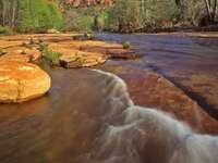 Kanion Oak Creek z Cathedral Rock w tle (USA) puzzle ze zdjęcia
