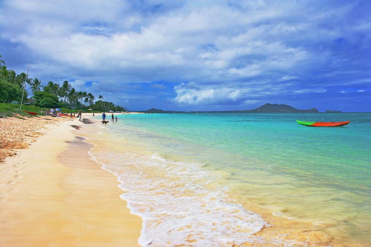 Plaża Lanikai (Hawaje, USA) - Choć zdjęcie wygląda jakby było zrobione z dala od ludzkich siedzib, to okazuje się, że widoczna na nim plaża Lanikai jest częścią dzielnicy stolicy Hawajów - Honolulu. Położona w bezwiet (9×6)