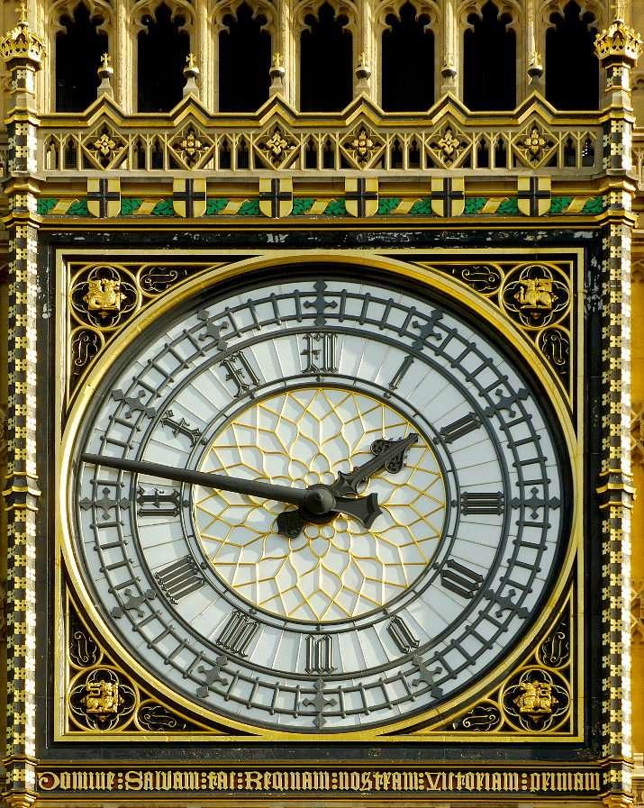 Zegar na wieży Big Ben w Londynie (Wielka Brytania) - Big Ben to wieża zegarowa w stylu neogotyckim. Ma niemal 100 metrów wysokości. Znany na całym świecie londyński zegar ma 7 metrów średnicy, jego projekt został wybrany w drodze konkursu, któ (11×13)