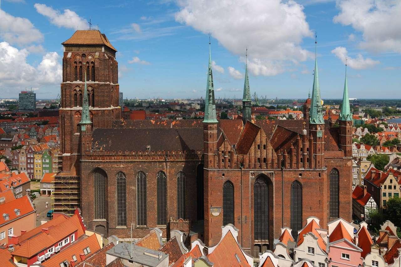 Kościół Mariacki w Gdańsku - Budowę bazyliki Wniebowzięcia Najświętszej Maryi Panny w Gdańsku rozpoczęto w XIII wieku. Badania archeologiczne wykazały, że w tym samym miejscu wcześniej stał najprawdopodobniej drewniany (12×8)