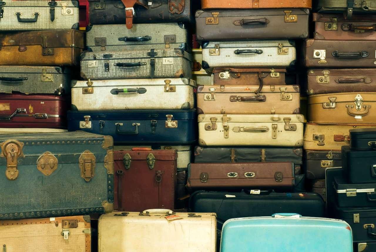Kolekcja starych walizek