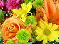 Kompozycja kwiatów puzzle online
