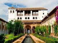 Dziedziniec twierdzy Alhambra (Hiszpania)
