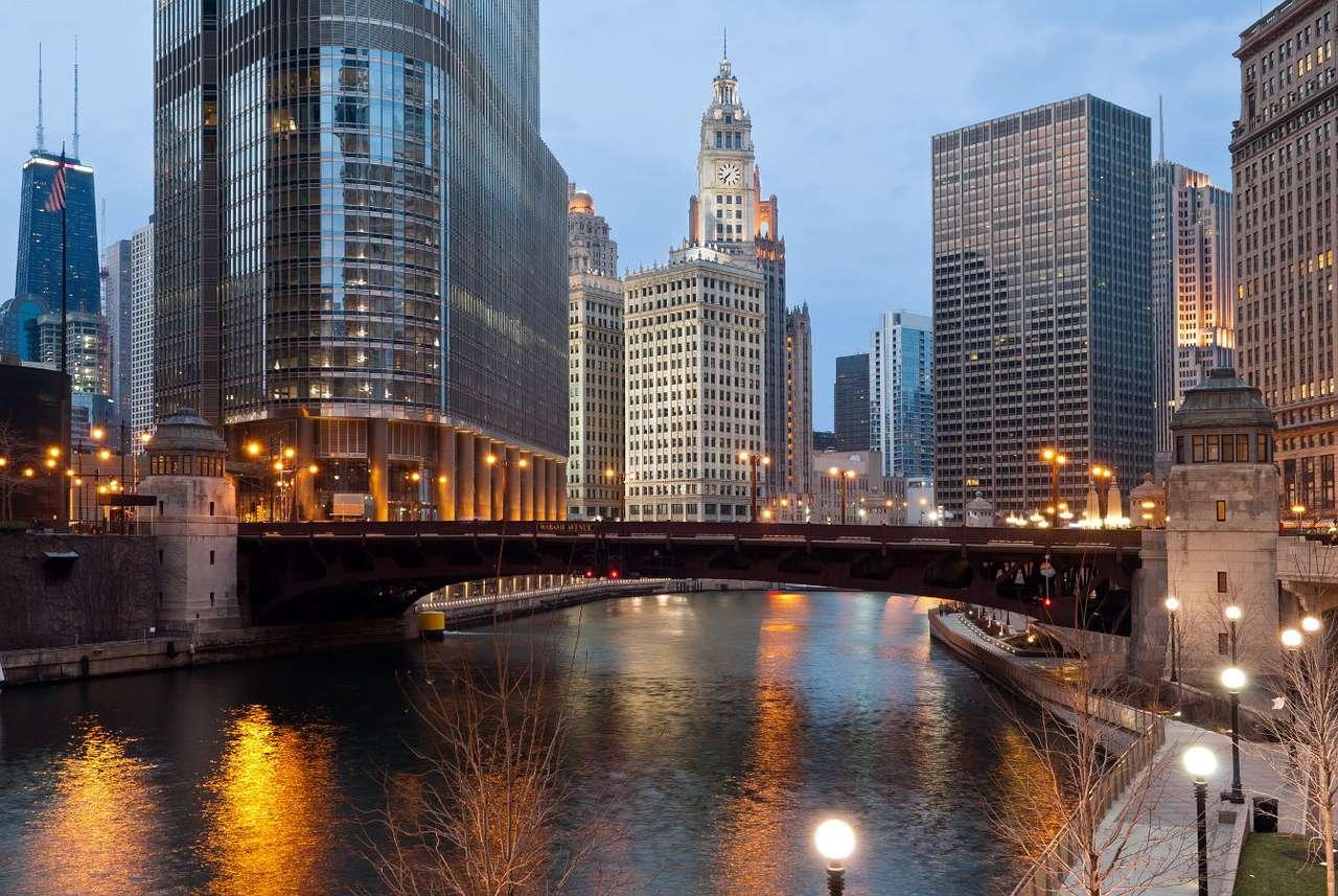 Most na kanale w Chicago (USA) - Chicago jest położone nad Jeziorem Michigan. W 1848 roku ukończono budowę kanału, który łączy jezioro z rzeką Missisipi – wówczas stanowił on jedną z najbardziej intensywnie użytkowanyc (14×9)