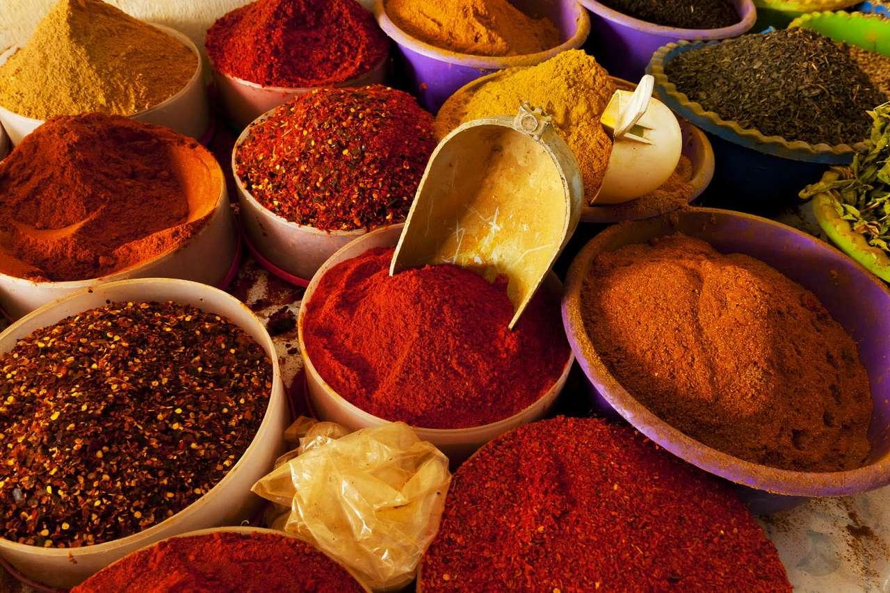 Orientalne przyprawy - Mianem kuchni orientalnych określa się zbiorczo niezwykle bogaty zbiór różnych tradycji kulinarnych wywodzących się z najróżniejszych kultur i rejonów geograficznych położonych w Azji, na (12×8)