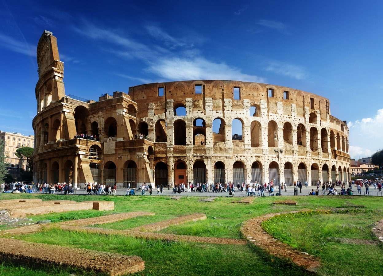 Koloseum w Rzymie (Włochy) - Koloseum jest chyba najbardziej rozpoznawalną budowlą Rzymu. Konstrukcja z I wieku n.e. przetrwała do dziś, jednak współczesna rzymska metropolia stwarza wiele zagrożeń dla jej dalszego istnie (8×6)