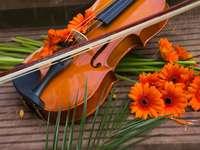 Ozdobione kwiatami skrzypce puzzle