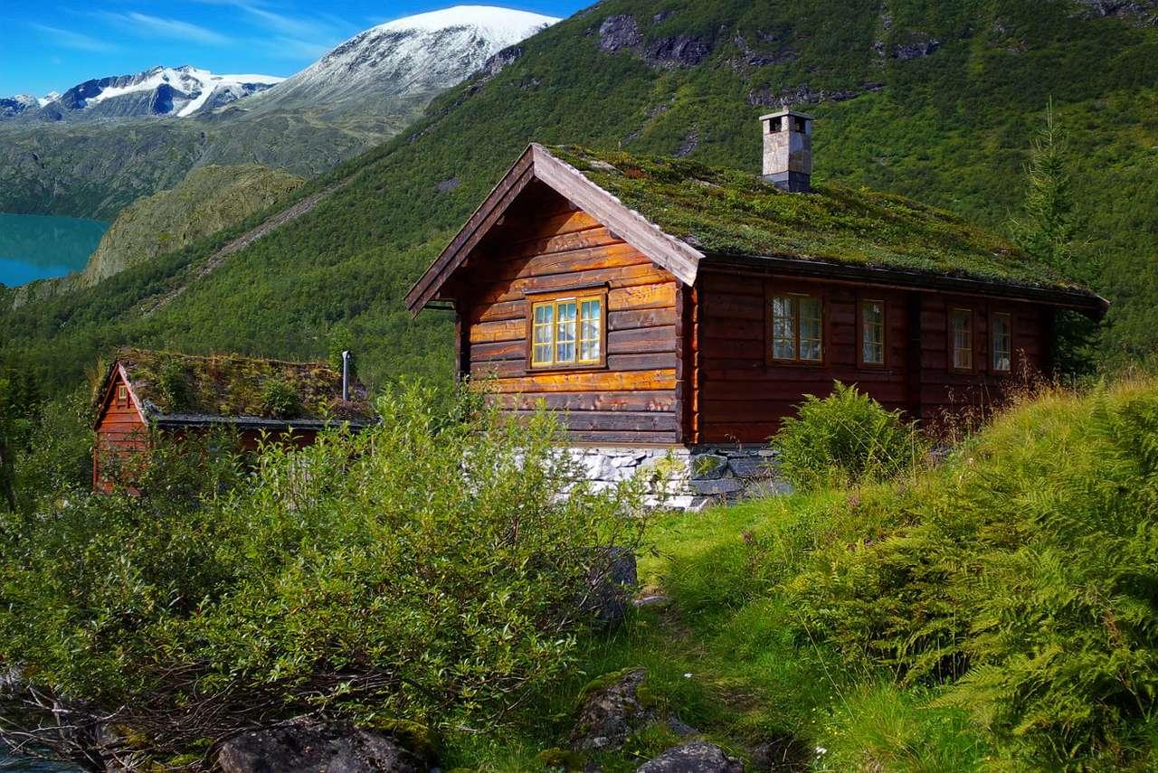 Chaty w górach (Norwegia) - Współcześni Norwegowie to jedni ze światowych liderów w dziedzinie architektury. Tradycje budownictwa w tym skandynawskim kraju wywodzą się wprost z dawnych sposobów budowania – nieustannie (11×8)