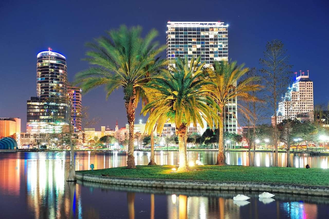 Panorama Orlando (USA) - Dzielnica Downtown w Orlando położonym na Florydzie to jedna z najstarszych części miasta, dzisiaj stanowiąca centrum biznesowe. Tutaj wybudowano podnad połowę wszystkich wieżowców metropolii (8×5)
