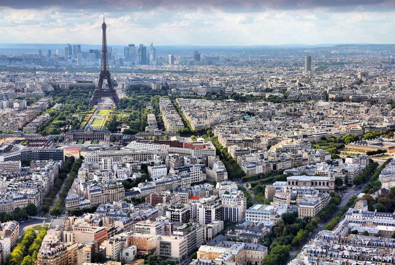 Siódma dzielnica Paryża (Francja) - Paryż podzielony jest na dwadzieścia dzielnic, kształtem swych obszarów przypominających prawoskrętną muszlę ślimaka. Siódmy okręg miejski wyróżnia się sporą liczbą atrakcji turystyczn (11×9)