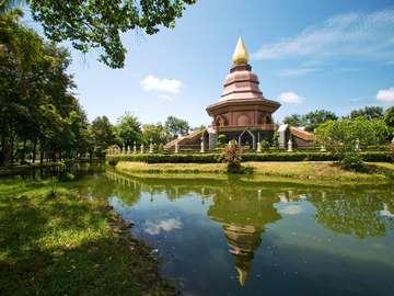 Świątynia buddyjska Phi Lom (Tajlandia)