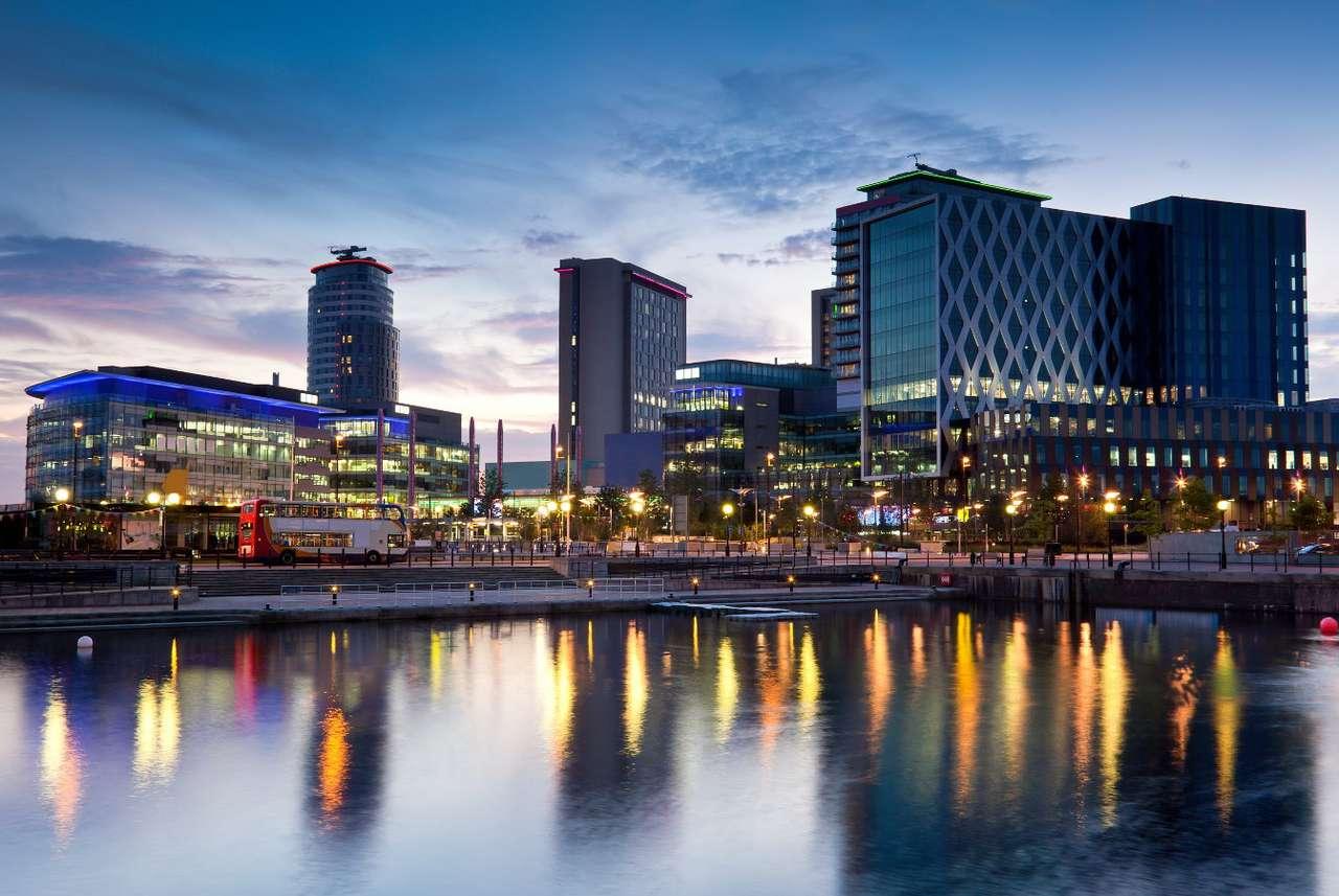 Media City na nabrzeżu Salford (Wielka Brytania) - Media City to obszar w Salford położony nad Kanałem Manchesterskim, dzierżawiony przede wszystkim przez firmy medialne (między innymi BBC, ITV Granada, Satelite Information Serveces) oraz Uniwers (8×6)