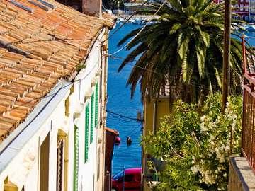 Wąska uliczka w Mali Lošinj (Chorwacja)