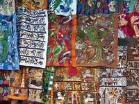 Materiały na targu w Chichicastenango (Gwatemala)