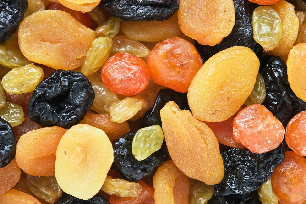 Suszone owoce - Suszone owoce stanowią smaczną i zdrową przekąskę, doskonale zastępującą słodycze. Chociaż mają sporo kalorii, zachowują cenne substancje odżywcze zawarte w świeżych owocach. Wyróżnia (15×10)
