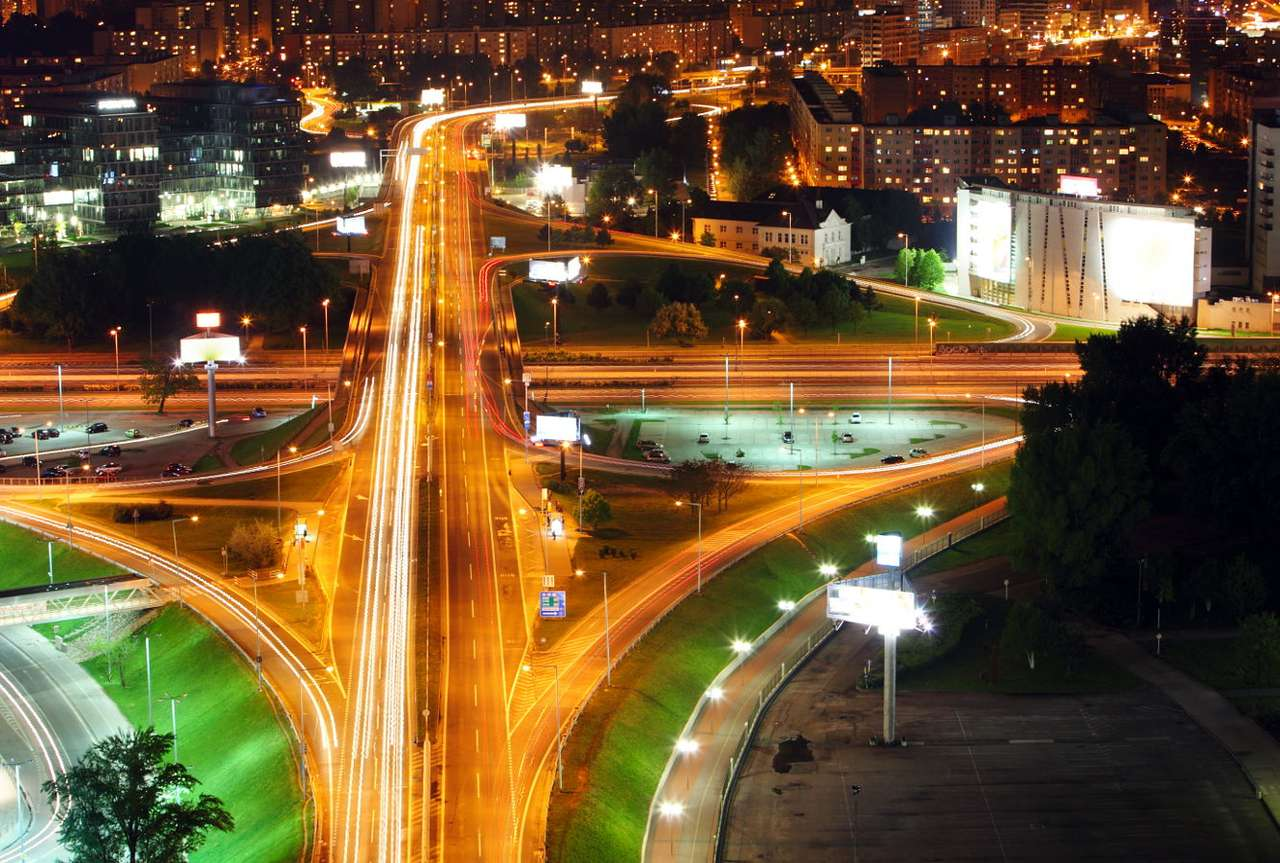 Nocna panorama Bratysławy (Słowacja) - Bratysława jest stolicą i jednocześnie największym miastem Słowacji, stanowiąc ośrodek metropolitalny aglomeracji bratysławsko-trnawsko-nitrzańskiej. Jest to stolica położona dość nietypo (15×9)
