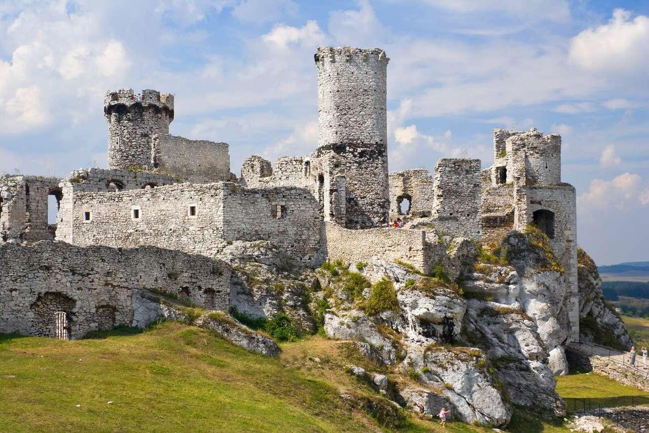 Zamek Ogrodzieniec - Zamek Ogrodzieniec położony jest w Jurze Krakowsko-Częstochowskiej w południowo-wschodniej Polsce. Jest to malownicza wyżynna kraina o charakterystycznym krajobrazie, zdominowanym przez wielkie w (9×6)