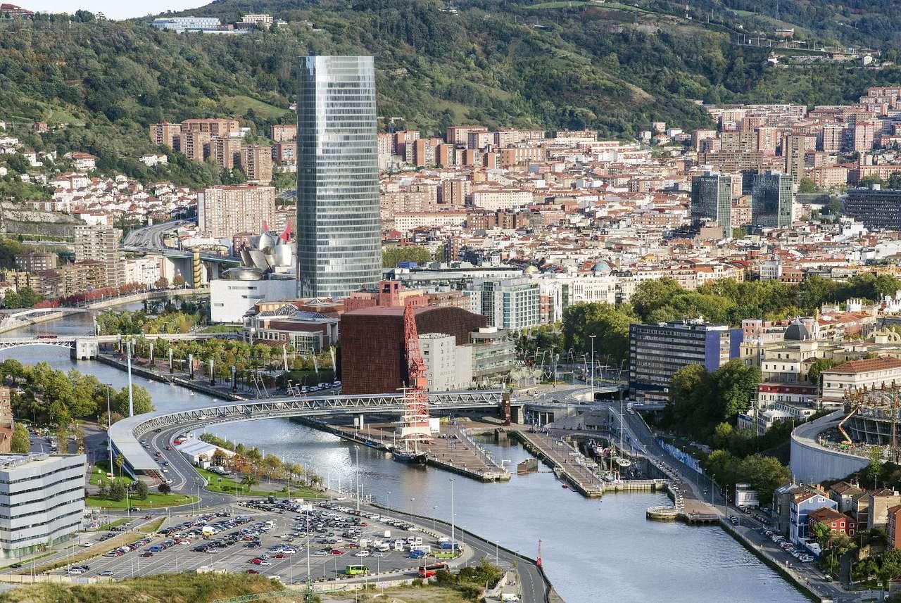 Panorama Bilbao (Hiszpania) - Bilbao to największe miasto w Kraju Basków, położonym na północy Hiszpanii oraz główny ośrodek gospodarczy, kulturalny i naukowy regionu. Nad panoramą miasta dominuje 41-piętrowy wieżowiec (16×12)