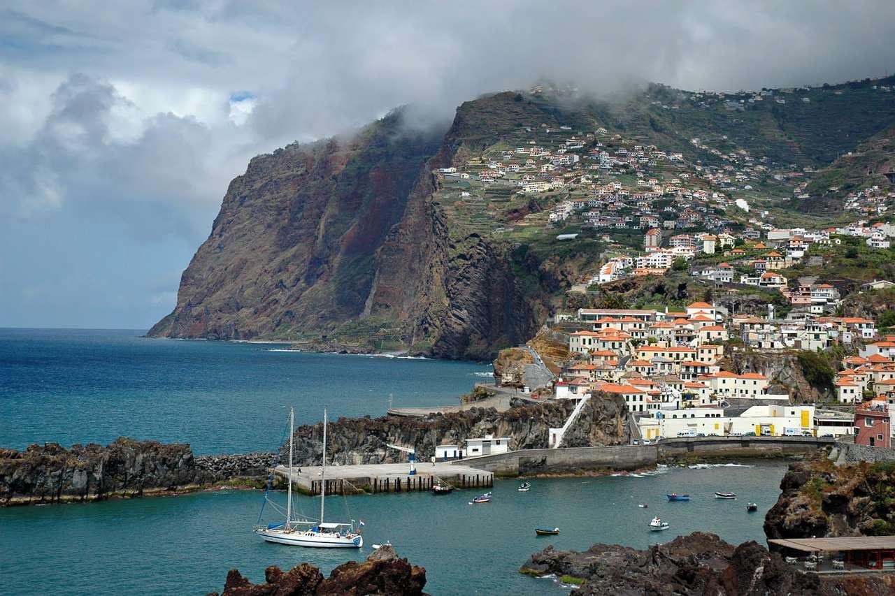 Miasto Camara de Lobos na Maderze (Portugalia) puzzle online
