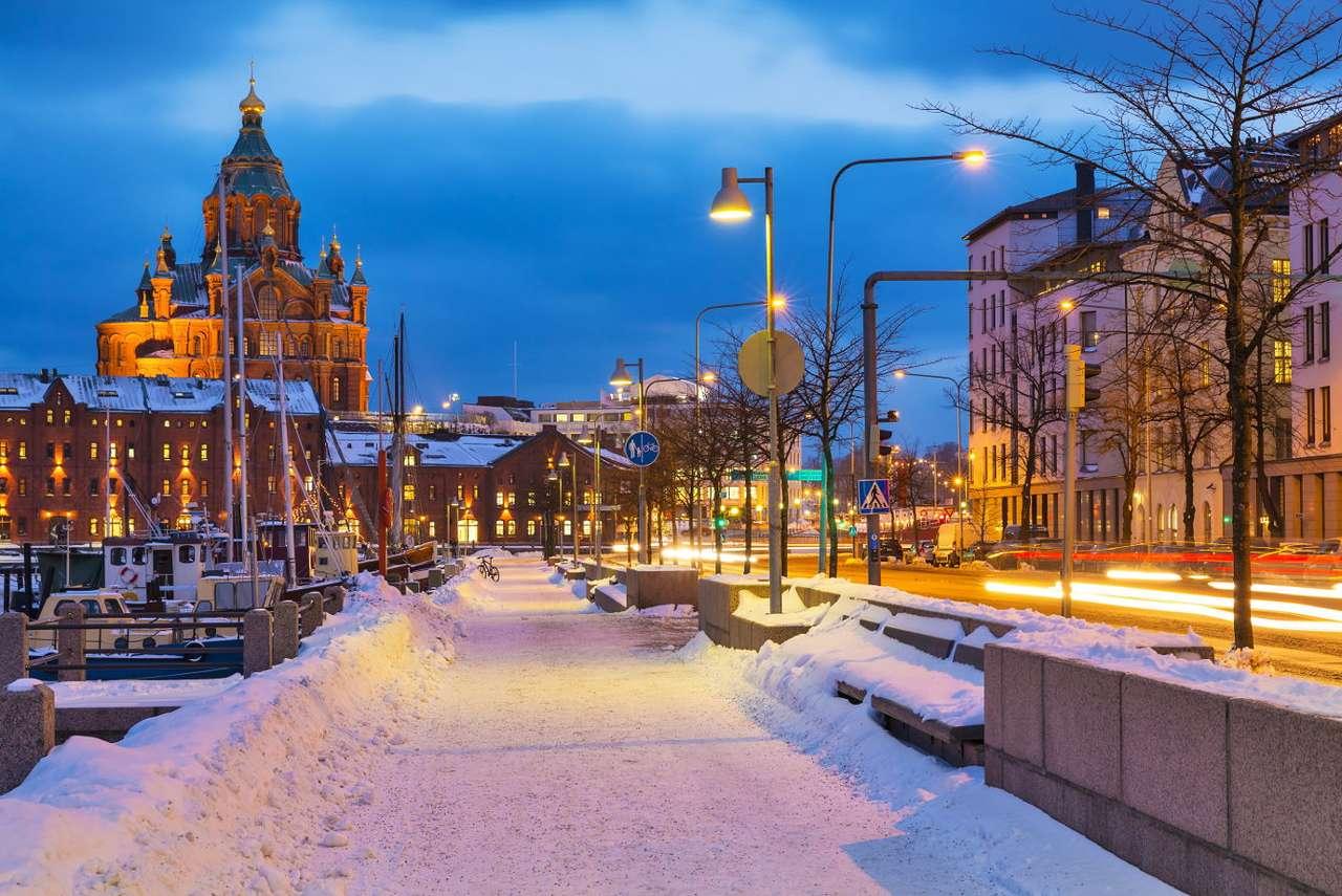 Stare Miasto w Helsinkach (Finlandia) - Helsinki to stolica Finlandii. Miasto założone zostało w 1550 roku nad Zatoką Fińską. Najbardziej reprezentacyjnym miejscem w Helsinkach jest Plac Senacki (fin. Senaatintori). Znajduje się tu m (9×7)