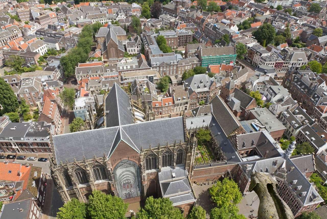 Utrecht - widok z wieży Domtoren (Holandia) - Utrecht to prowincja Holandii ze stolicą o tej samej nazwie. Miasto to leży nad kanałem Amsterdam–Ren i stanowi ważny ośrodek hutniczy, turystyczny i naukowy. Uniwersytet w Utrechcie został za (12×9)