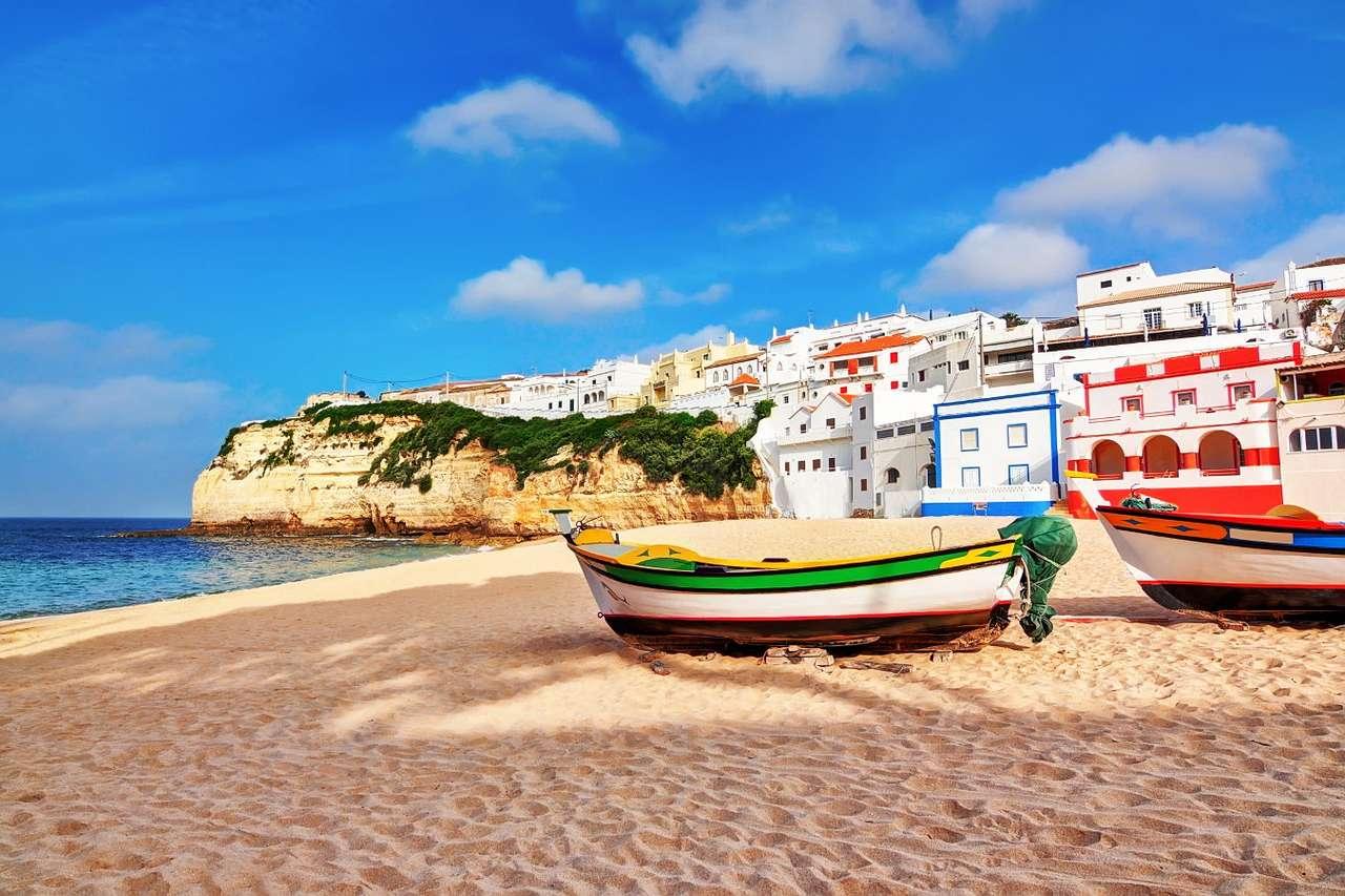 Plaża w Carvoeiro (Portugalia) - Carvoeiro to miasteczko w portugalskim regionie Algarve. Ze względu na rajskie piaszczyste plaże, malowniczo otoczone przez skały i klify, ta mała rybacka wioska zmieniła się w kurort turystyczn (6×5)