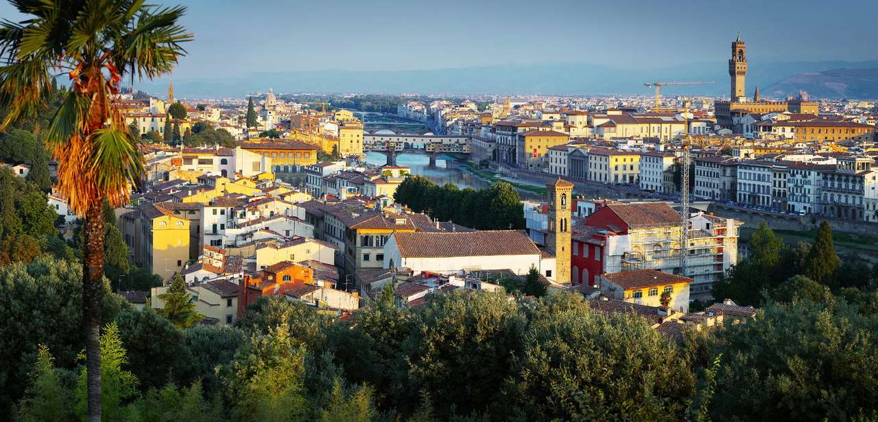Widok na Florencję (Włochy) - Florencja to miasto założone przez Etrusków, nazwę nadał mu Juliusz Cezar w I wieku p. n. e. W okresie renesansu tworzyli tu Michał Anioł i Leonardo da Vinci, miasto znane jest też z działaln (11×5)
