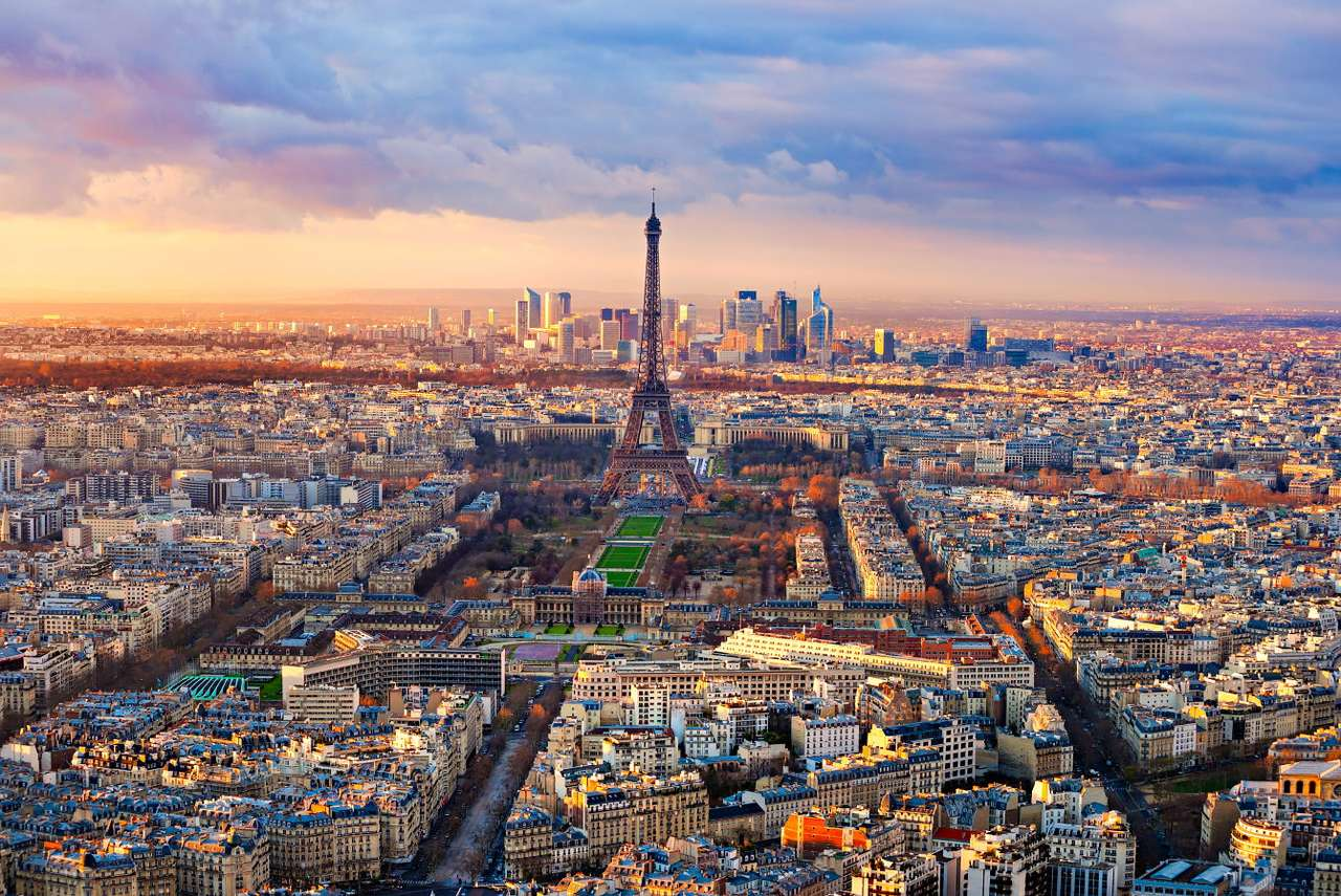 Paryż o zachodzie słońca (Francja) - Paryż to miasto stołeczne leżące we Francji. Swoją nazwę zawdzięcza plemieniu Paryzjów, którzy zamieszkiwali wyspę Île de la Cité na Sekwanie od IV wieku p. n. e. Przez pięć wieków mias (9×7)