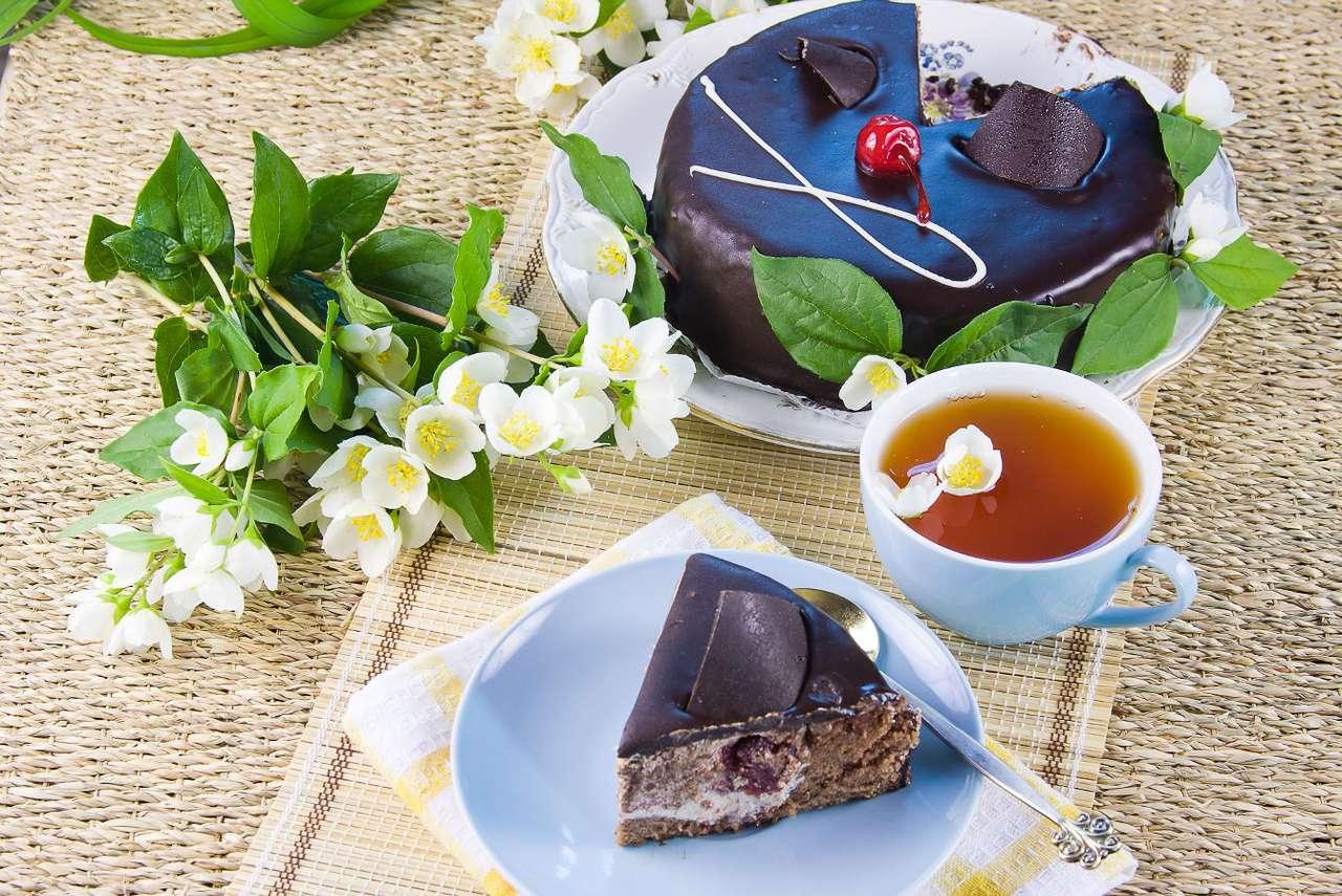 Zielona herbata z ciastem - Zielona herbata to bardzo zdrowy napój. Ze względu na swój charakterystyczny aromat może nie smakować wszystkim, ale warto się do niej przekonać. Produkowana jest wyłącznie z chińskich odmia (11×8)