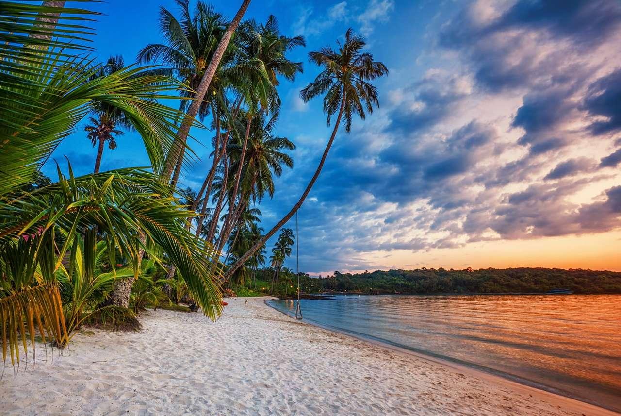 Zachód słońca na tropikalnej plaży